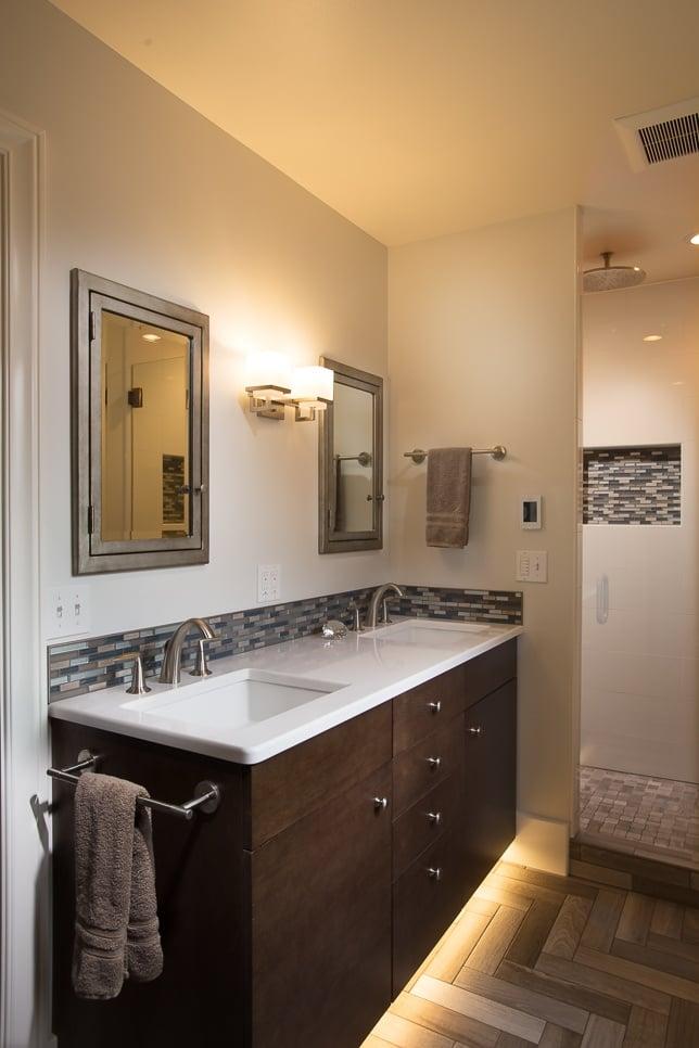 Floating bathroom vanity with illumination