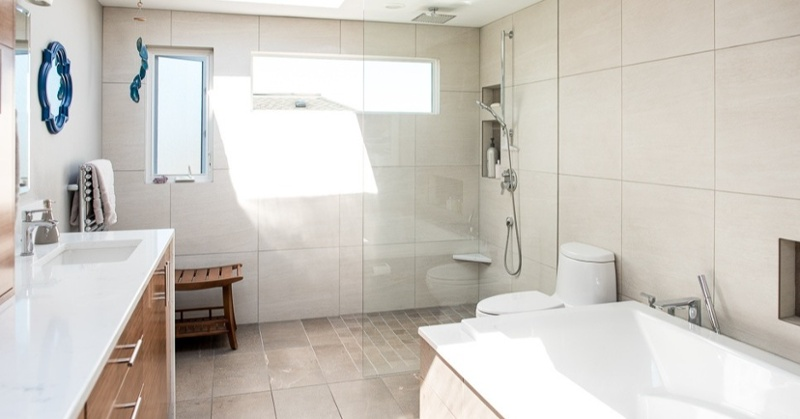 Curbless shower with bench